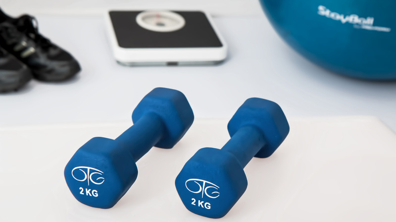 canva-two-small-dumbbells